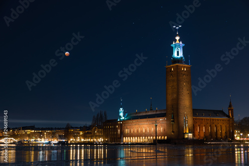 Cuadros en Lienzo stockholm city hall at night with blood moon in sky