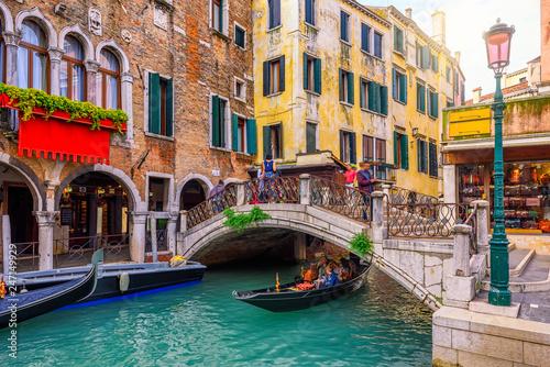 Obraz na płótnie Narrow canal with gondola and bridge in Venice, Italy