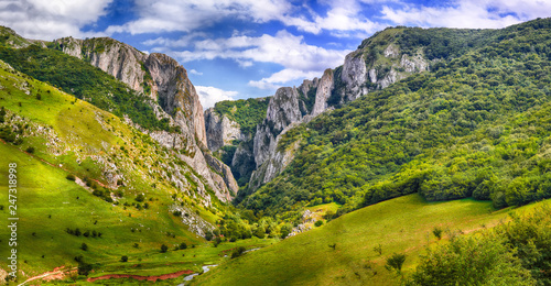 Turda gorge Cheile Turzii is a natural reserve with marked trails for hikes on H Fototapeta