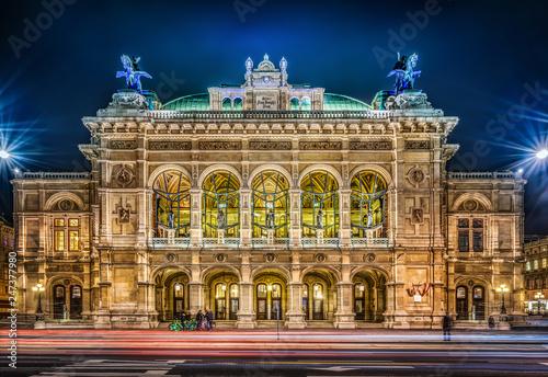 Fototapeta premium Wiedeńska Opera Państwowa nocą, Wiedeń, Austria.