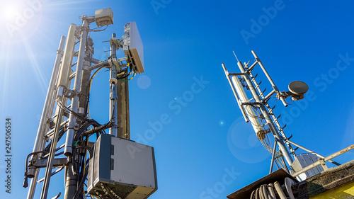 Foto 5G smart mobile telephone radio network antenna base station on the telecommunic