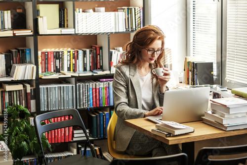 Fotografia Female university professor preparing for class