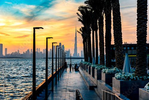 Fotomural Dubai landmark skyline view at sunset