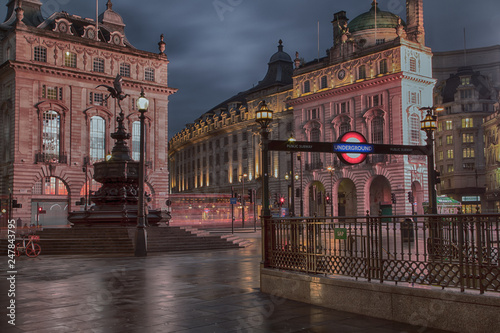 Платно Piccadilly Circus