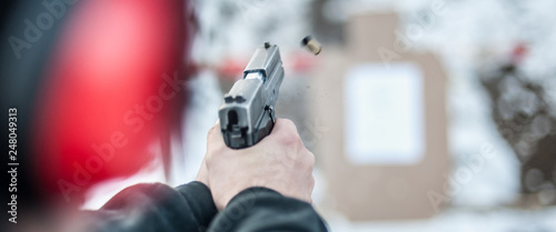 Fotografia Shooting on target in shooting range. Back close-up detail view