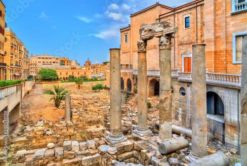 Fototapeta premium Rzymskie kolumny bazyliki w pobliżu forum Berytus. Bejrut, Liban