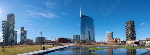 Fototapeta premium 11.02.2019 Mediolan, Włochy: panorama Mediolanu, widok na nowy park miejski, biblioteka drzew