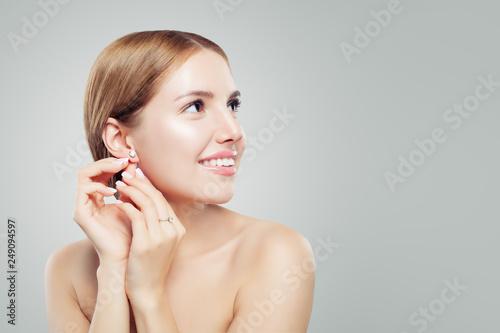 Leinwand Poster Glamourous jewelry model