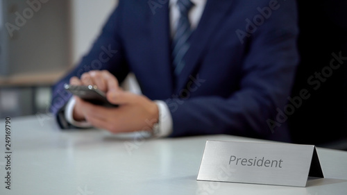 Stampa su Tela Young president of company working with smartphone, sending business e-mail