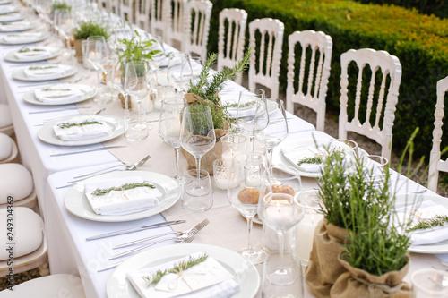 Fotografía Elegant table setting for wedding at castle