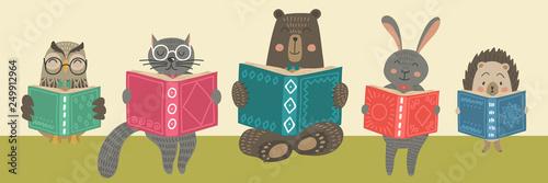 Cute animals readimg books.