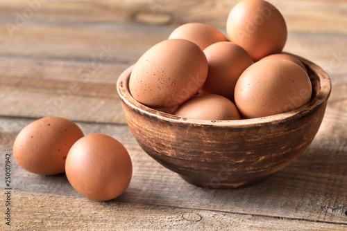 Photo Bowl of raw chicken eggs