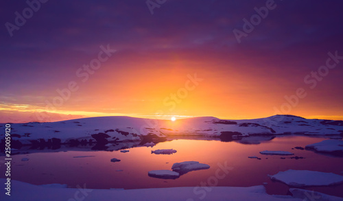 Obraz na plátne Colorful cloudy sky over the Antarctica shoreline Bay