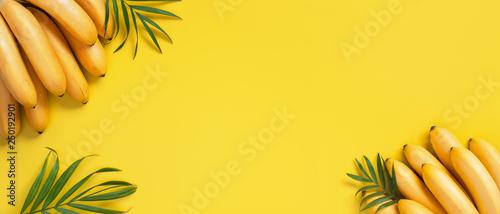 Fotografía Bright yellow background with bunch of bananas