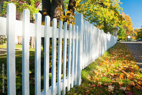 Tablou Canvas Beautiful colorful autumn scene with white fence and fall colors in Finland