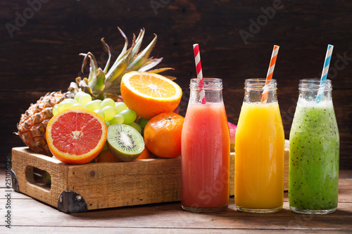 Stampa su Tela bottles of fruit juice and smoothie with fresh fruits