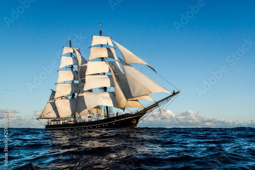 Canvas-taulu German brig roald amundsen sailing on the atlantic at sunset