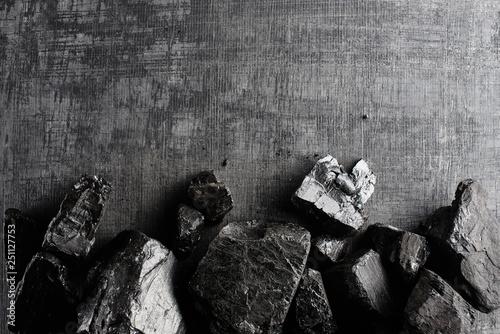 Fotografia Natural coal on a black background isolated closeup