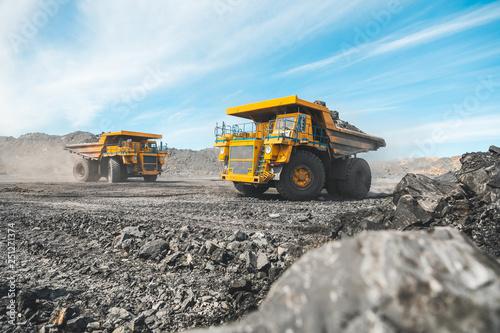 Fotografia Large quarry dump truck