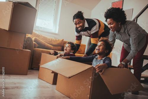 Obraz na plátně Fun time on a moving day