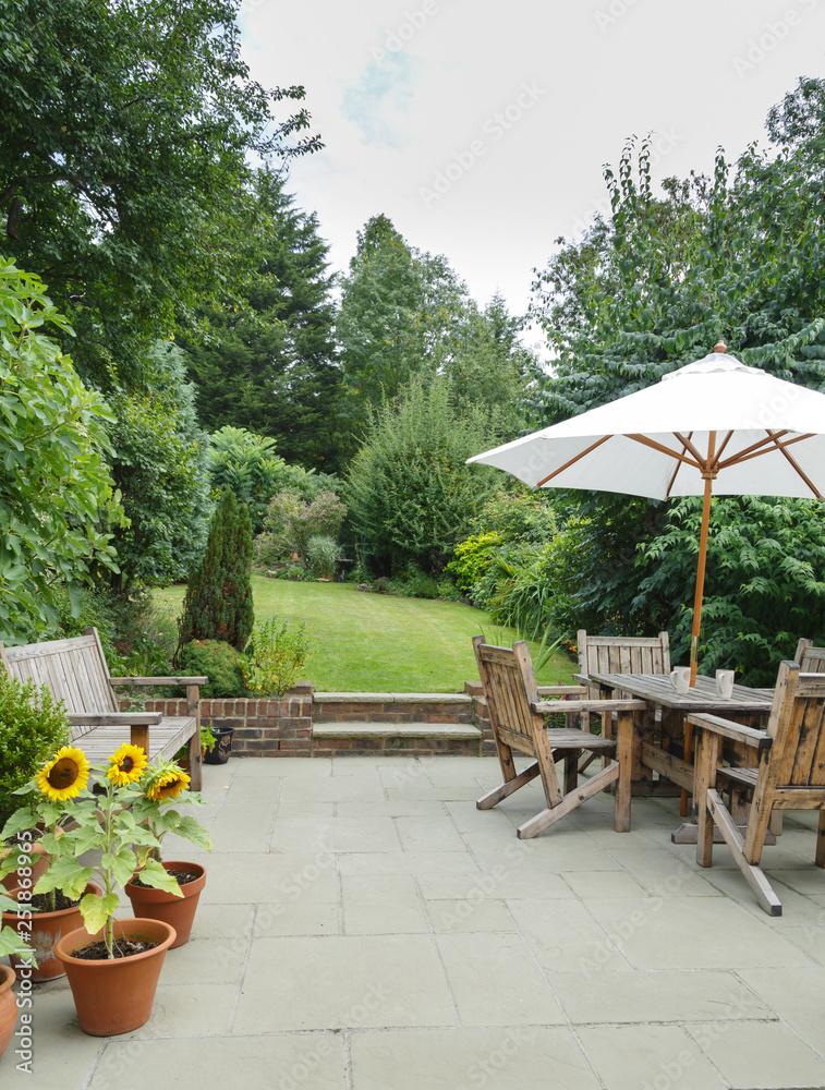 Garden patio furniture <span>plik: #251868965 | autor: Paul Maguire</span>