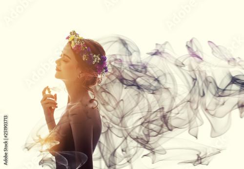 Cuadros en Lienzo Charming woman spray perfume on her body