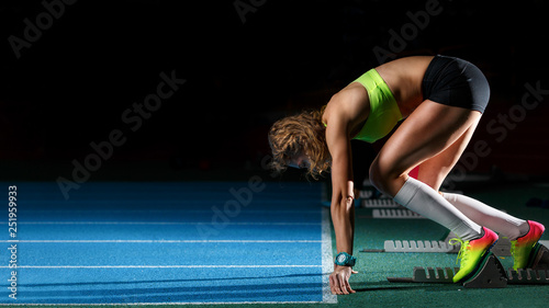 Photo Female athlete on the start at sprint running