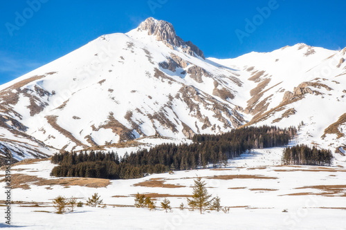 Fototapeta Montagne del Gran Sasso - Campo Imperatore - Inverno