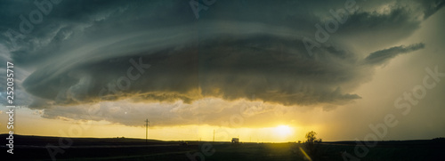Fotografie, Obraz Panoramic composite of a rotating `mothership` wall cloud of a supercell thunder