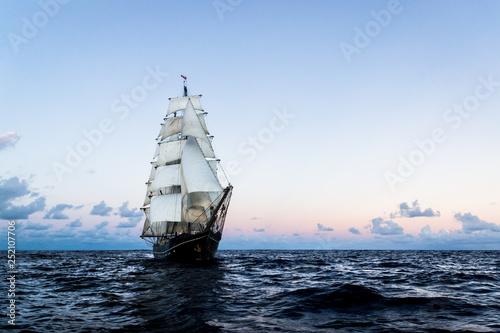 Valokuva German brig roald amundsen sailing on the atlantic at sunset