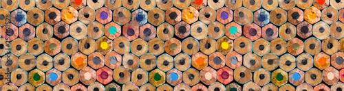 Panorama kolorowe kredki tło