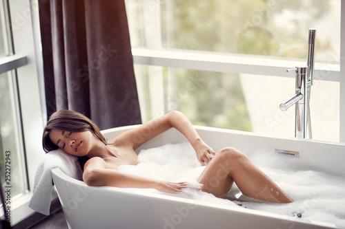 Billede på lærred Relaxing in bath- woman in bath with foam.