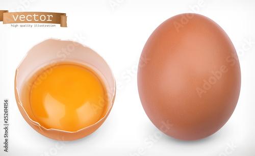Obraz na płótnie Whole chicken egg and broken egg with yolk