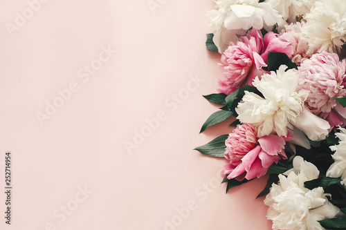 Stampa su Tela Stylish pink and white peonies border on pink paper flat lay with space for text