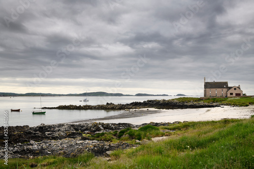 Fotografia, Obraz Church converted to a house on the Sound of Iona Martyr's Bay with beach and clo