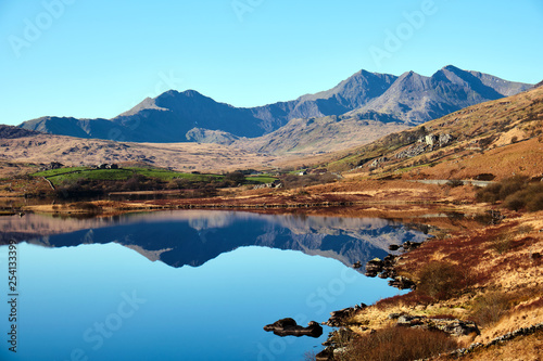 Photo Mount Snowdon and Llynnau Lake in Snowdonia National Park, Wales