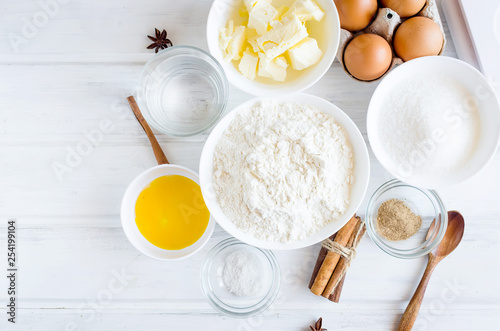 Foto ingredients for baking gingerbread or cake
