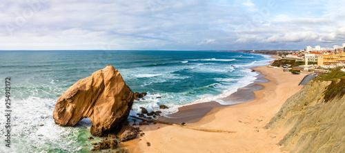 Stampa su Tela Vista do Penedo do Guincho na Praia de Santa Cruz em Torres Vedras Portugal