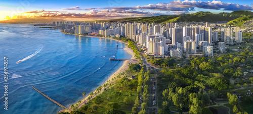 Canvas Print Honolulu skyline with ocean front