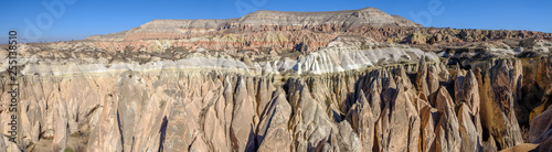 Photo Panoramic view of the stone formations in the Red Valley of Cappadocia, Turkey