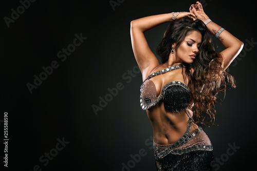 Canvas-taulu Portrait of beautiful woman, traditional ballydance dancer