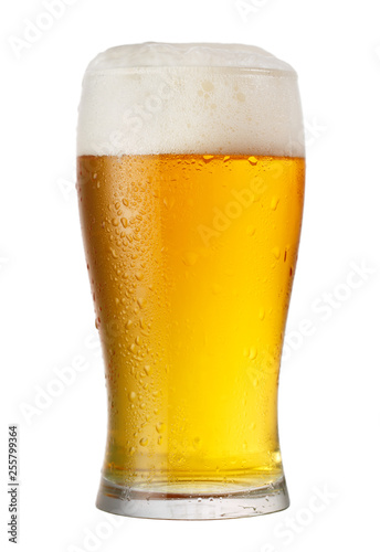 Carta da parati glass of beer isolated on white background