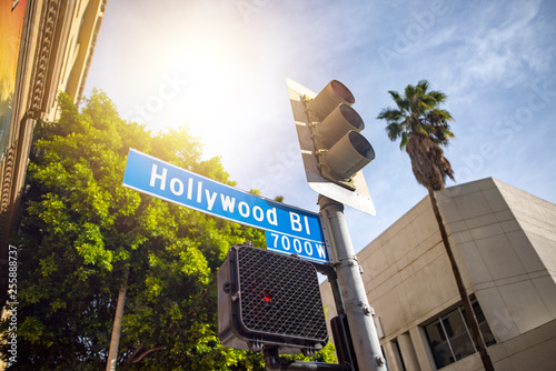 Obraz na plátne Hollywood boulevard street sign in Los Angeles