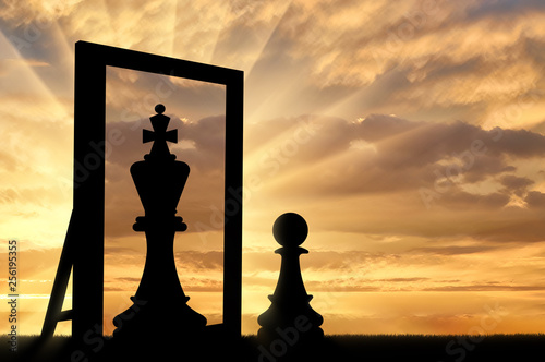 Canvastavla Silhouette of a pawn, sees himself in the reflection of the mirror queen
