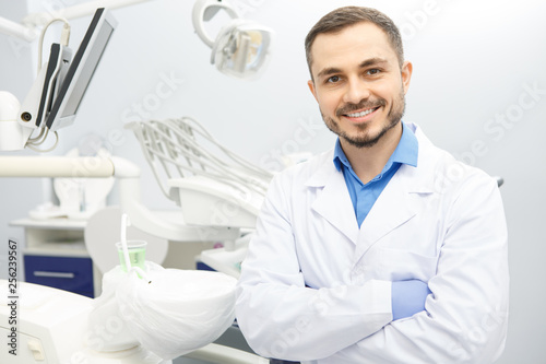 Tablou Canvas Handsome male professional dentist at his office