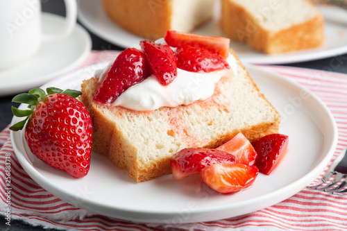 Canvas Print Angel food cake with whipped cream and strawberries