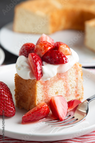 Fényképezés Angel food cake with whipped cream and strawberries