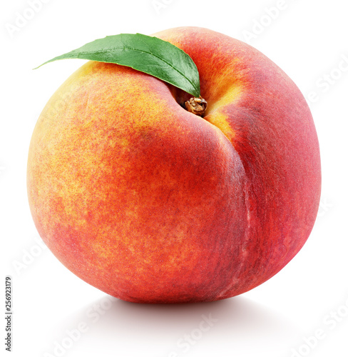 Photo Ripe whole peach fruit with green leaf isolated on white background with clipping path