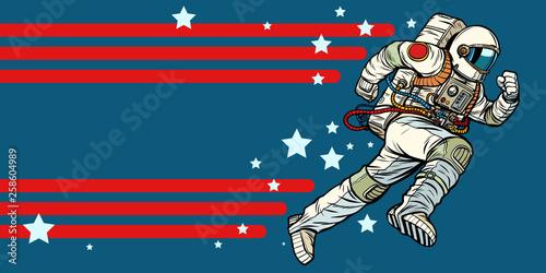 Fotografia astronaut runs forward. stars of the universe