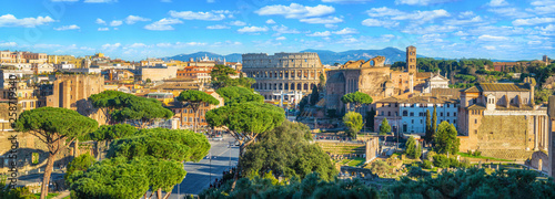Tela Scenic panorama of Rome with Colosseum and Roman Forum, Italy.